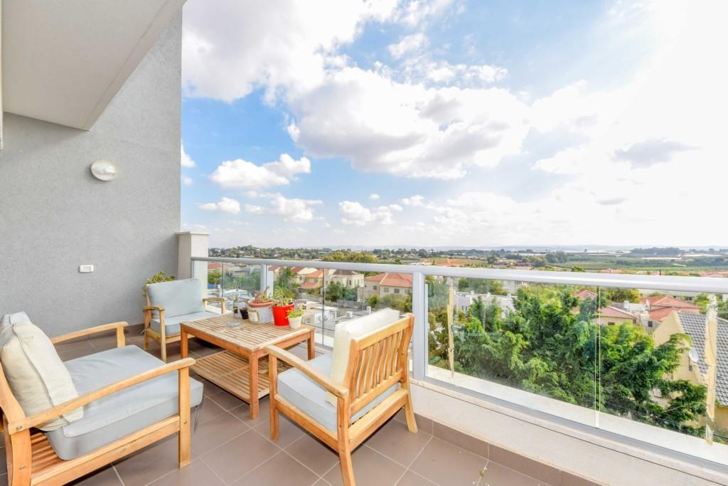 למכירה בתל מונד -דירת 4 חדרים עם נוף פתוח בפרויקט חדש