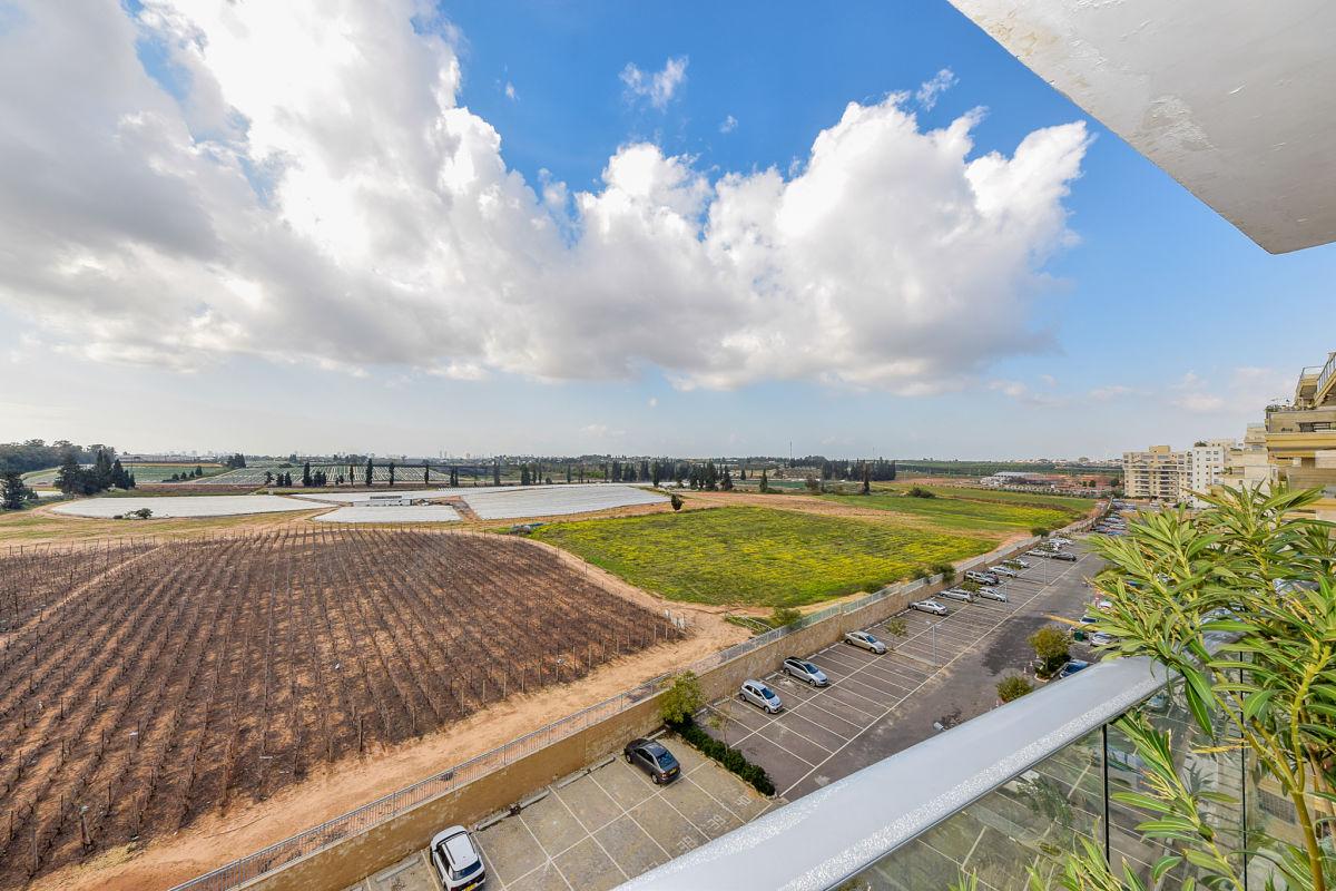 דירת 5 חדרים גדולה ומרווחת עם נוף ירוק פתוח
