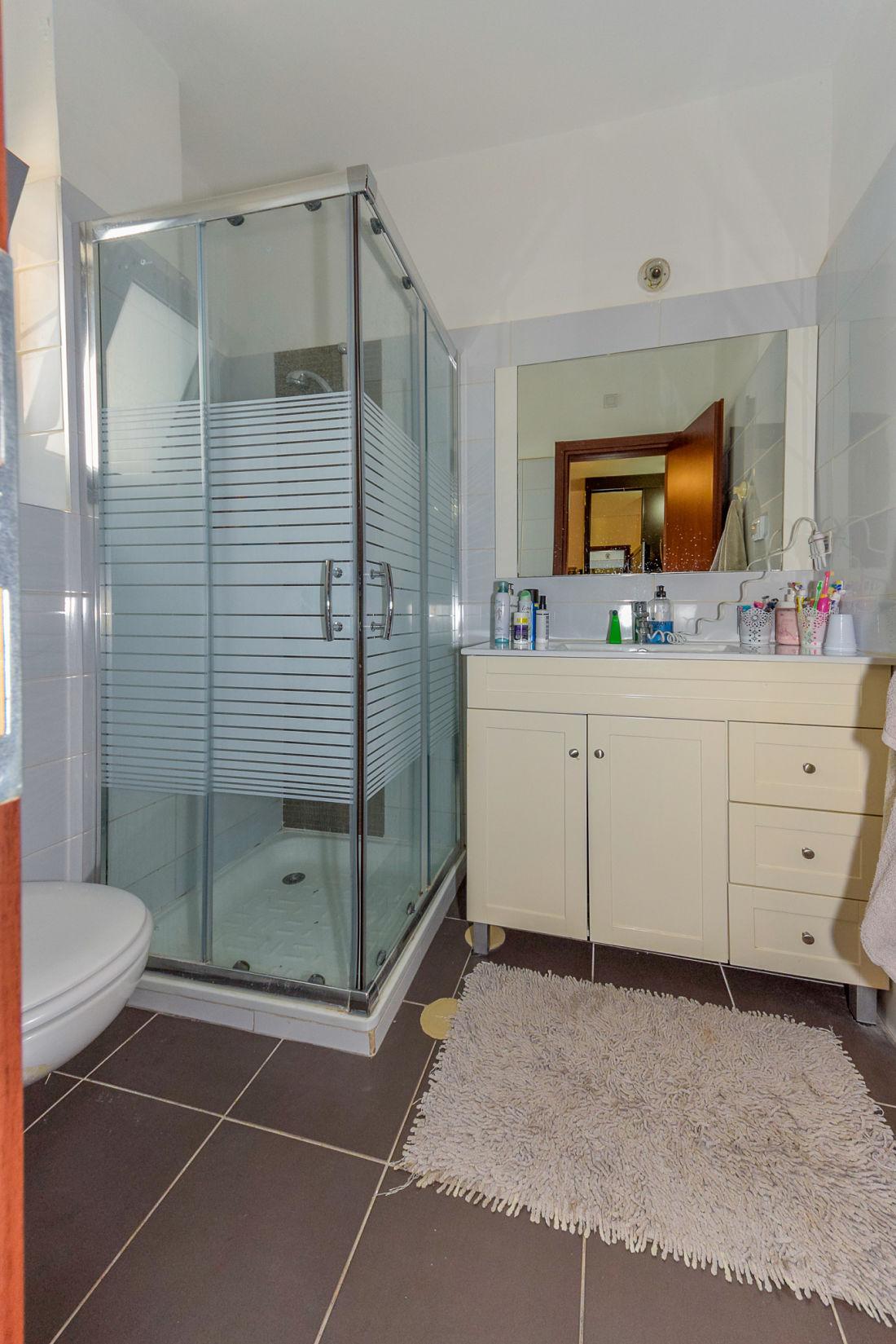 למכירה בית בצורן - תמונה של המקלחת