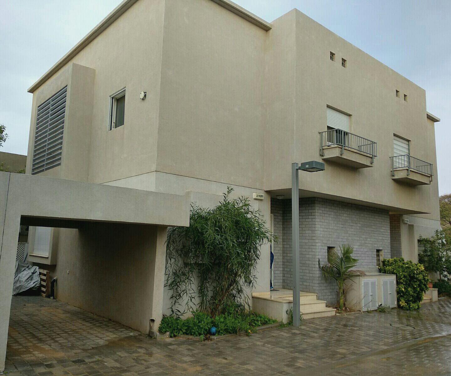 צילום של הבית מבחוץ - צילום מבנה