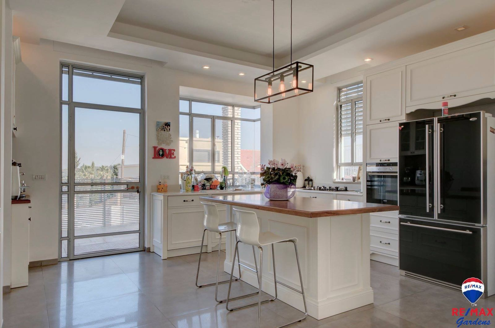 למכירה בתל-מונד נכס יוקרה עם זכויות בניה לבית נוסף