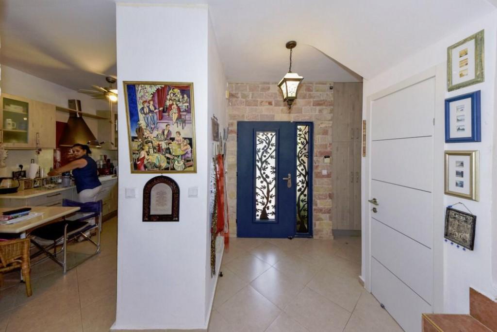 למכירה בתל מונד קוטג' דו משפחתי 7 חדרים ברחוב הולנדי שקט